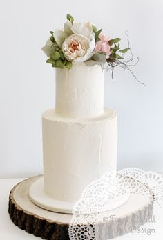 Faye Cahill Cake Design Sugar flowers on soft finish, presented on a tree slice. Pretty Cakes, Beautiful Cakes, Amazing Cakes, Wedding Cake Designs, Wedding Cakes, Wedding Cake Fresh Flowers, Floral Wedding, Rustic Wedding, Haute Cakes