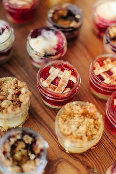 Country Wedding Cakes Mason Jar Cobbler Individual Pies at Wedding - Why have cake when you could have pie? Pie Bar Wedding, Dessert Bar Wedding, Wedding Catering, Wedding Cakes, Rustic Wedding, Wedding Venues, Luxury Wedding, Wedding Signs, Fall Wedding Desserts