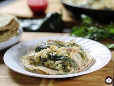 Rajas de chile poblano con queso y pavo
