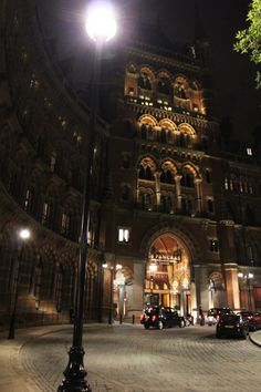St. Pancras, London / entrance to the hotel next to the station