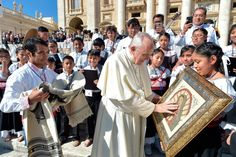 """Papa Francisco pide a niños afectados por sismos que """"miren siempre delante"""""""