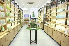 Innisfree Hong Kong - Store Locations, Opening Hours & Information Shop Shelving, Shelves, Beauty Science, Visual Merchandising Displays, Cosmetic Shop, Showroom Design, Shops, Innisfree, Retail Space