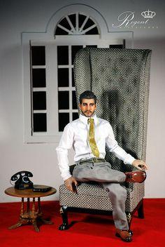 www.regentminiatu... Portland Conversation Chair give Jake Gyllenhaala comfortable place to relax. OOAK Jake by Chan sama/Chan Park