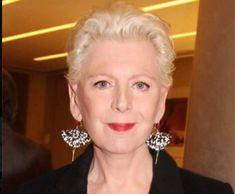 Ελενα Ακρίτα: Παραιτήθηκε από «Τα Νέα» μετά τη λογοκρισία στο άρθρο για το σπίτι του Τσίπρα   My Review Diamond Earrings, Fashion, Moda, Fashion Styles, Fashion Illustrations, Diamond Drop Earrings