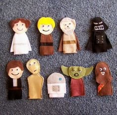 finger puppets for star wars quiet book Star Wars Crafts, Felt Finger Puppets, Little Presents, Star Wars Party, Felt Art, Felt Ornaments, Sewing For Kids, Felt Crafts, Stocking Stuffers