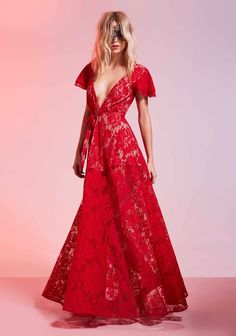 Ideas fashion editorial red haute couture for 2019 Red Fashion, Girl Fashion, Fashion Outfits, Couture Fashion, Fortes Fortuna Adiuvat, Valentines Day Dresses, Mode Editorials, Nasty Gal, Dress To Impress