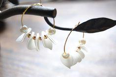 ゆらゆら白い花びらと春色のピアス / イヤリング  (new 春色桜追加)