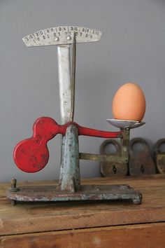. Red Kitchen, Kitchen Scales, Old Scales, Retro Vintage, Vintage Items, Weighing Scale, Chickens And Roosters, Vintage Kitchenware, Old Tools