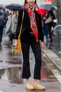 Sort Isaksen jakke, sorte cowboy bukser H&M, blå/rød tærklæde Z1
