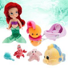 """Die """"Disney""""-Zeichner haben sich Arielle als kleines Kind vorgestellt, lange bevor sie außerhalb des Meeres ihre große Liebe gefunden hat! Zu dem Set gehören eine ca. 13 cm hohe """"Arielle""""-Mini-Puppe sowie Fabius und Sebastian und weitere Accessoires."""