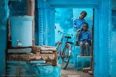 "/ Photo ""Blue Varanasi"" by Anton Jankovoy Photography Tours, Amazing Photography, Street Photography, Anton, Varanasi, Namaste, Environmental Portraits, Indian Colours, India Culture"