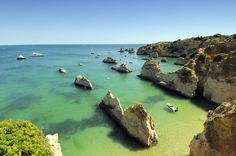 Portugal : prepare your stay with the Michelin Green Guide. Useful info, unmissable tourist sites, hotels and restaurants - Portugal Visit Portugal, Portugal Travel, Spain And Portugal, Palawan, Fc Barcelona, Places To Travel, Places To See, Gaia, Travel Around The World