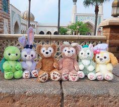 全員集合😄✨ ダフメイは今日お迎えしたばかりだからまたリメイクして皆連れてこよう~🎶 ここまで揃うと圧巻だね~❤️ ・ #ステラルー#ステラルーリメイク #ラルー染色 #ダッフィー #ダッフィーリメイク #ダッフィー染色 #シェリーメイ #シェリーメイリメイク… Downtown Disney, Disney Parks, Walt Disney, Disney Love, Disney Magic, Disney Cookies, Duffy The Disney Bear, Mickey Mouse Cartoon, Happy Friends