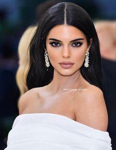 Kendall Jenner Face, Mode Kylie Jenner, Kendall And Kylie, Kendalll Jenner, Kardashian Jenner, Maquillage Black, Estilo Jenner, Dark Hair, Makeup Looks