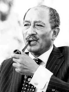 Anouar el-Sadate (25 décembre 1918 - 6 octobre 1981) Cute Relationship Goals, Cute Relationships, President Of Egypt, Naher Osten, People Smoking, Islamic Paintings, Jolie Photo, Man Crush, The Dreamers