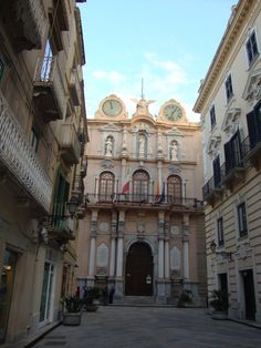 The main street in Trapani, Sicily www.tuscanytennis.com