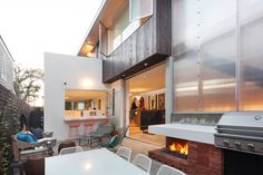 Grandview House in California Adapted to a Long and Narrow Lot