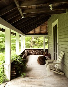 colonial cottage (via coldwindandiron: staceybrandfordphoto: Stacey Brandford Photography)