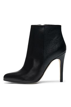 Club Monaco Releases Its First Line Of Shoes (And They're Amazing) #boots #fallfashion #fallstyle