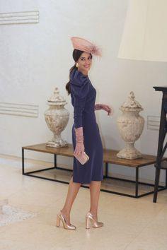 http://invitadaperfecta.es/invitadas/look-invitada-de-manana-vestido-berenjena/7459