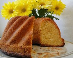 Kevään raikkain sitruunakakku - klassikko ei petä! Pastry Cake, Yams, No Bake Desserts, Let Them Eat Cake, Cornbread, Sweet Recipes, Banana Bread, Sweet Tooth, Bakery