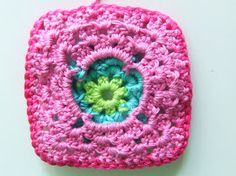 Alles over haken en andere kleurige creaties! All about crocheting and other colorful creations! Crochet Pillow, Square Patterns, Granny Squares, Blanket, Pillows, Maine Coon, Diy, Flowers, Craft Work