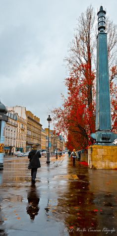 In the rain of Autumn in Paris