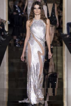 See the Versace spring/summer 2015 couture collection