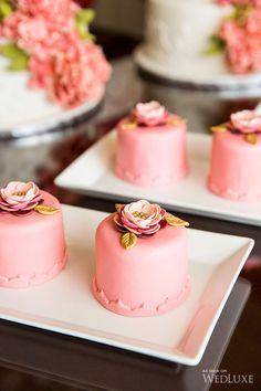 Pink floral petits fours Mini Wedding Cakes, Mini Cakes, Cupcake Cakes, Gorgeous Cakes, Pretty Cakes, Amazing Cakes, Baby Cakes, Cake Pops, Mini Patisserie