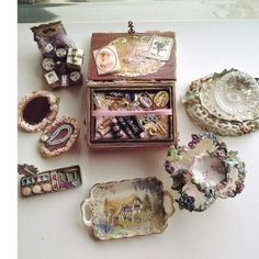 Mini things by Anne Roder.
