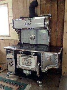 Antique Kitchen Stoves, Antique Wood Stove, Vintage Kitchen Appliances, How To Antique Wood, Alter Herd, Wood Stove Cooking, Old Stove, Vintage Stoves, D House