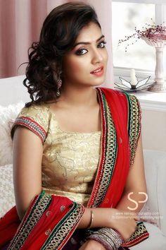 Nazriya Nazim- she is just soooo perfect! Beautiful Girl Indian, Beautiful Saree, Beautiful Indian Actress, Beautiful Women, South Indian Bride, South Indian Actress, India Beauty, Asian Beauty, Nazriya Nazim