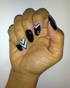 Nail Art simplified! Dashing Diva DesignFX and ColorFX appliques are mixed and matched to create this stunning look.