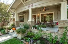 Beautiful Craftsman In Fort Worth - love the landscaping
