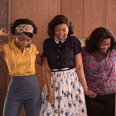 """Ontem assisti """"Estrelas Além do Tempo"""" e que filmaço! O filme é uma montanha-russa de emoções você chora torce ri se emociona e leva muitas lições pra casa. É um soco no estômago mas também muito empoderador e #girlpower total! E mexendo com o hype acho que merece mais o Oscar de melhor filme que La La Land  Assistam e depois me contem! #HiddenFigures @foxfilmbrasil @vizcayacosmeticos"""