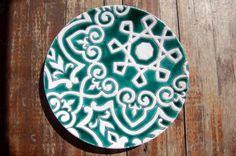 plato verde de ceramica decorado con cuerda seca  barro blanco,esmaltes cuerda seca