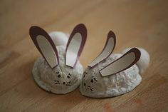 Walnut Bunnies for Holiday Fair- glue pistachio shells standing up for ears and pom-pom for tail. Cut brown felt for underbelly Nature Crafts, Fall Crafts, Diy And Crafts, Arts And Crafts, Recycled Crafts, Walnut Shell Crafts, Pista Shell Crafts, Easter Crafts For Kids, Preschool Crafts