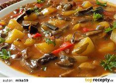 Bramborový guláš na špeku s houbami recept - TopRecepty.cz Thai Red Curry, Chili, Beef, Ethnic Recipes, Food, Meat, Chile, Essen, Meals