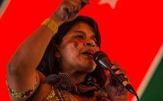 Para marcar a Semana do Índio em 2016, o ISA está produzindo conteúdos exclusivos sobre mulheres indígenas. Na terça-feira (19), ouvimos Sonia Guajajara, a mulher que está à frente da Articulação dos Povos Indígenas no Brasil (Apib). Junto com outras organizações indígenas, a Apib realiza no próximo mês de maio o 12º Acampamento Terra Livre, em Brasília (DF), contra os ataques aos direitos indígenas pelo Legislativo, Executivo e Judiciário.