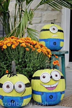 I can guarantee my pumpkin will look like a minion this Halloween! I love minions! Fröhliches Halloween, Holidays Halloween, Halloween Treats, Halloween Pumpkins, Halloween Decorations, Halloween Minions, Halloween Clothes, Halloween Costumes, Halloween Centerpieces