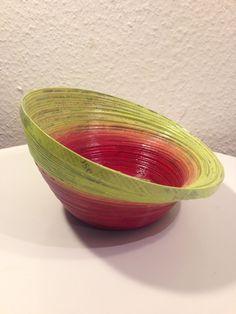 Design Schüssel aus Papier rot-gelb, Upcycling, Brot-/ Obstkorb, Handarbeit, UNIKAT von CreativiaWorld auf Etsy