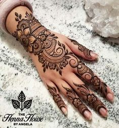 Mehndi henna designs are always searchable by Pakistani women and girls. Women, girls and also kids apply henna on their hands, feet and also on neck to look more gorgeous and traditional. Latest Arabic Mehndi Designs, Finger Henna Designs, Henna Art Designs, Mehndi Designs For Girls, Modern Mehndi Designs, Mehndi Design Photos, Mehndi Designs For Fingers, Beautiful Mehndi Design, Latest Mehndi Designs