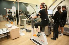 Susie CPET Good h/p/cosmos treadmill for performance testing in the background.