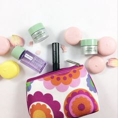Our gift: Clinique Pouch with minis