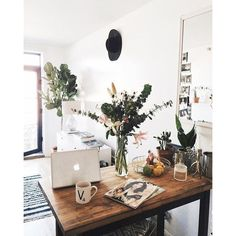 I love the idea of having plants around the house, it gives the place life and so much color. #decor #design #plants