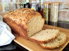 Gluten-free breakfast bread with seeds - Super health Savoury Baking, Bread Baking, Lchf, A Food, Food And Drink, Gluten Free Bakery, Gluten Free Breakfasts, Bread Recipes, Tasty
