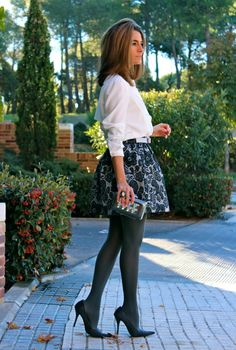 Fashion and Style Blog / Blog de Moda . Post: A new Oh My Looks Skirt /  Una nueva Falda Oh My Looks.More pictures on/ Más fotos en : http://www.ohmylooks.com/?p=20396 .Llevo/ I wear  Skirt : Oh My Looks Shop (info@ohmylooks.com) ; Blouse : Oh My Looks Shop (info@ohmylooks.com) ; Ring : Coolook ; Clutch : Fahoma ; Tights : Calzedonia