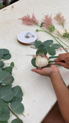 Flower Bouquet Diy, Diy Flowers, How To Diy Wedding Flowers, Dyi Wedding Bouquet, Rustic Wedding Boutonniere, Diy Wedding Wands, Diy Wedding Garland, Diy Flower Crown, How To Wrap Flowers