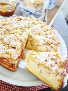 """Ich hatte euch die Fotos schon auf Facebook und hier gezeigt und jetzt gebe ich es euch eeendlich: Das """"Karamell-Apfel-Käsekuchen""""-Rezept aus der aktuellen Lecker Bakery. Wann ich diesen unglaublic..."""