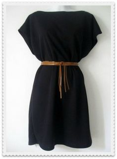 Vestido Kimono de punto negro con cinturón marrón de cuero. El largo es hasta la rodilla. La tela es punto viscosa, no se transluce. Ideal para pri...